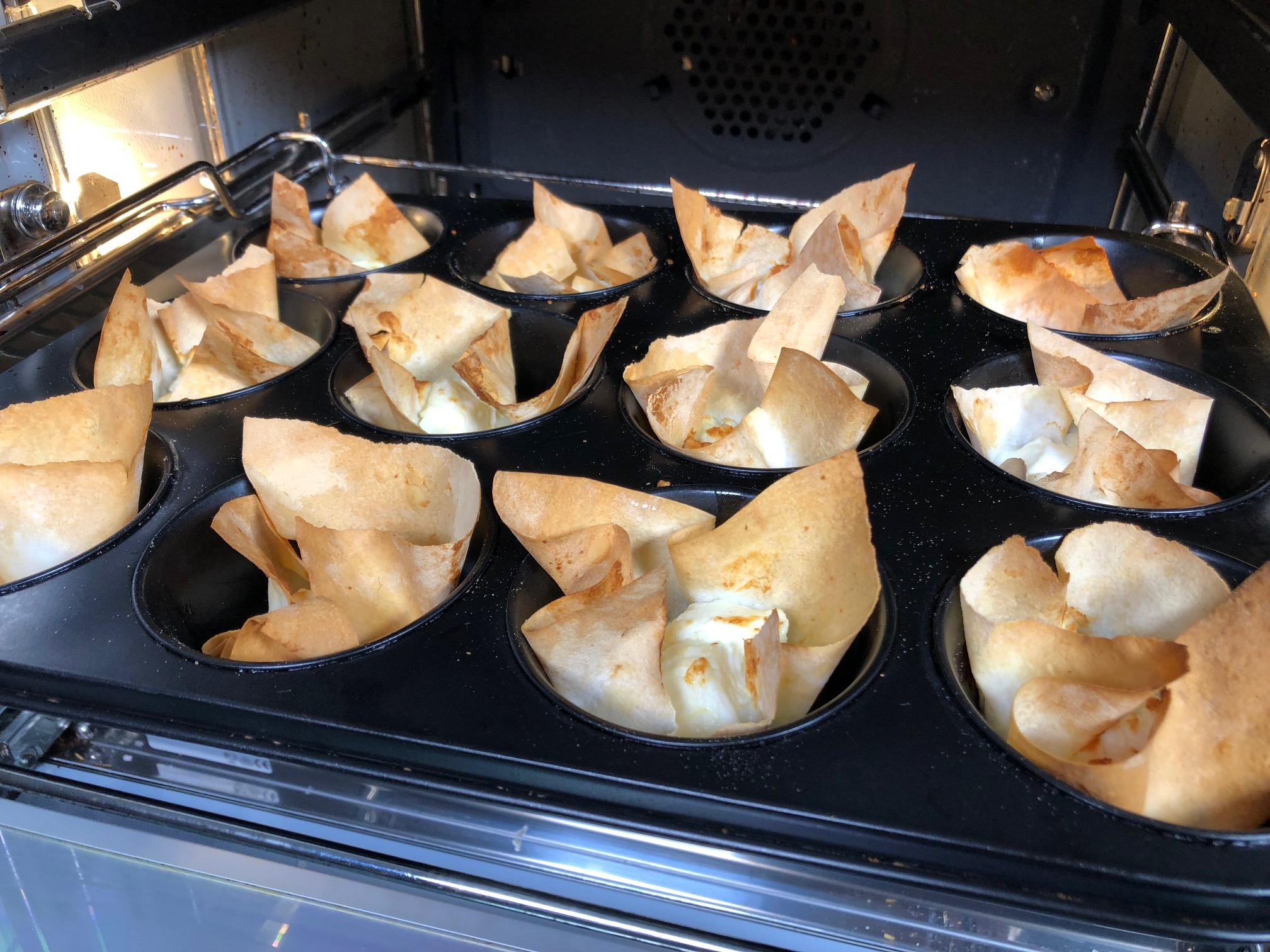 Yufka-Muffin mit Schafskäse gebacken