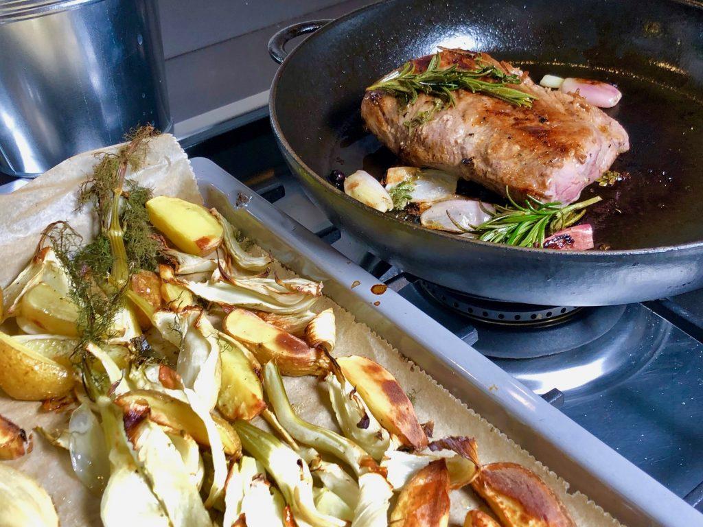 Wildschweinrücken mit Ofen-Fenchel und Kartoffeln